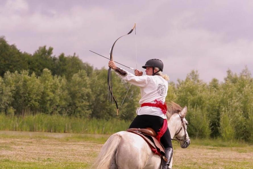Tir à l'arc à cheval : la discipline qui fuse | Le Mag des